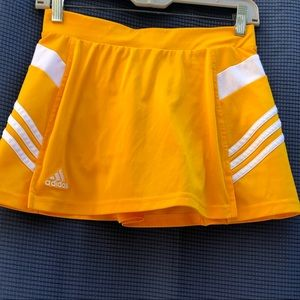 Adidas yellow tennis skirt